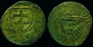Szeląg toruński, odnaleziony przeze mnie w lasach pod Iławą. Historia monety sięga połowy XV w., gdy miasta pruskie wystąpiły przeciw Zakonowi Krzyżackiemu (fot. Łukasz Szczepański)