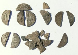 Dirhemy - arabskie monety, które przebyły kilka tysięcy kilometrów, by trafić do osady handlowej nad Jeziorakiem
